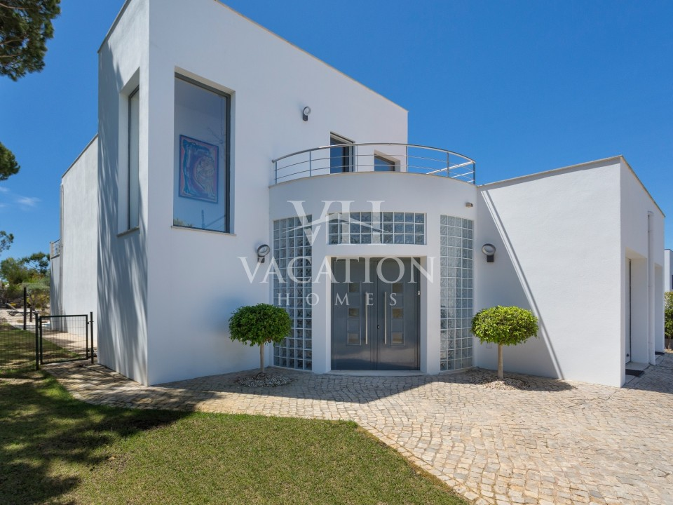 Beautiful and modern 2 bedroom villa with pool