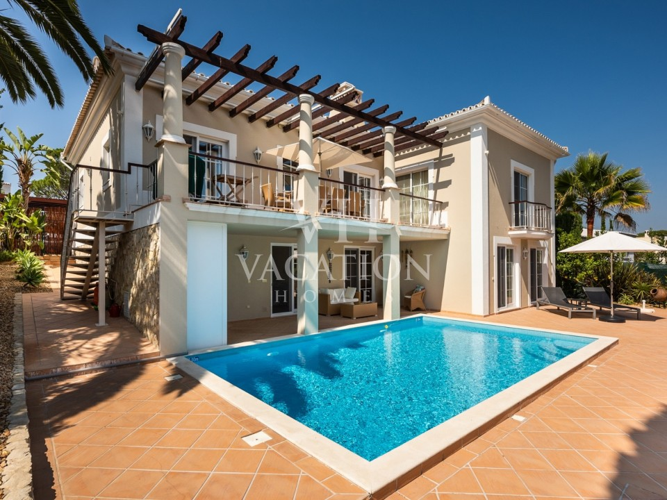 Beautiful four bedroom villa, tastefully decorated.
