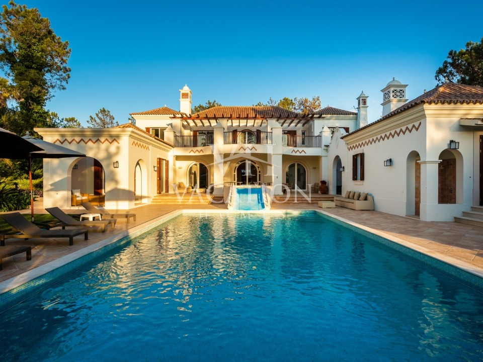 Magnificent newly refurbished six bedroom villa with private pool set in a very quiet position.