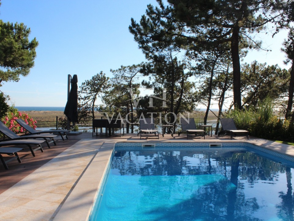 Luxury 6 bedroom villa in an fantastic position with views onto the Ria Formosa.