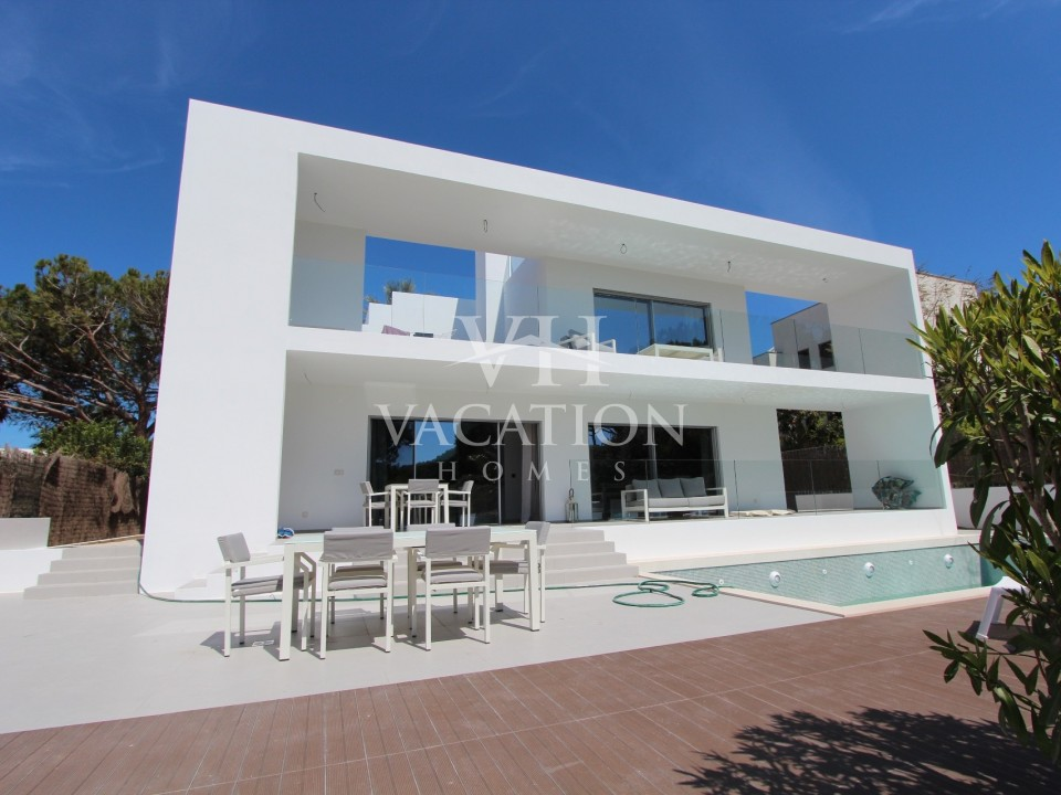 Ninho da Garça is a new modern property and project completed in April 2016