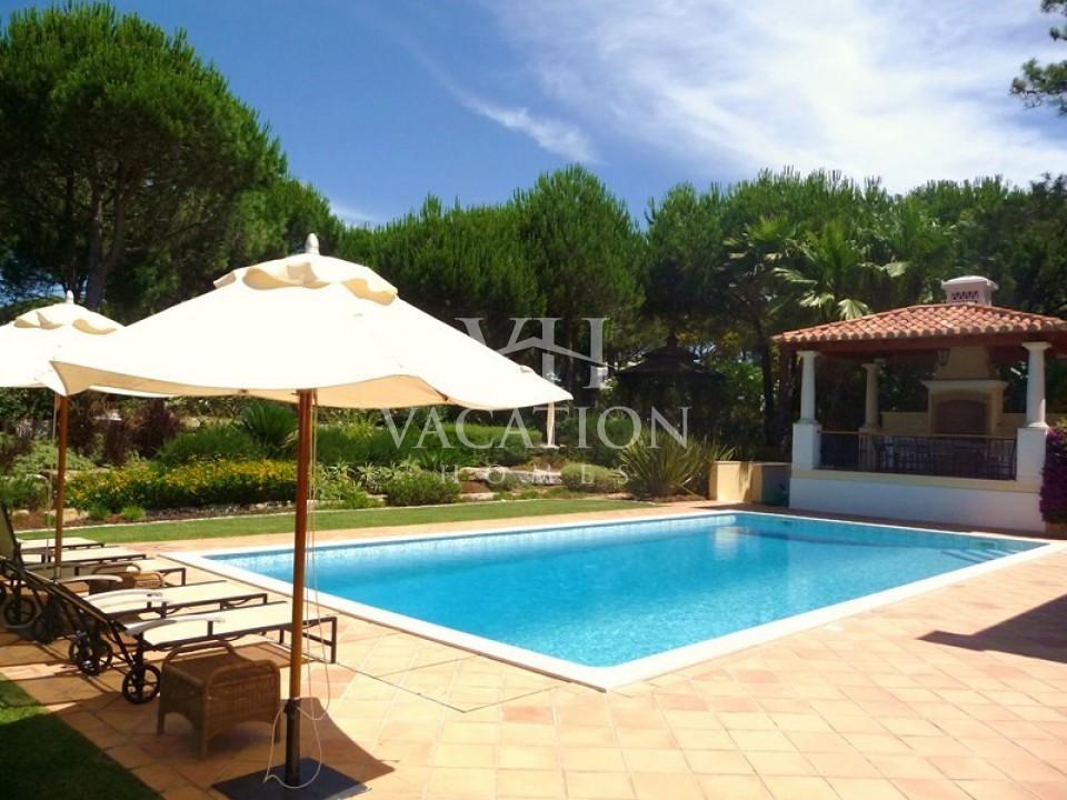 Beautiful 5 bedroom villa, located in a quiet area of Quinta do Lago.
